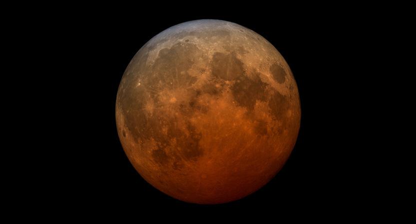 You are currently viewing Un eclipse lunar y una superluna de sangre están llegando a los cielos del noroeste este miércoles 26 de mayo, pero la lluvia puede frenar los planes para verlos